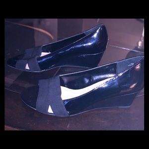 Ellen Tracy peep toe wedge never worn